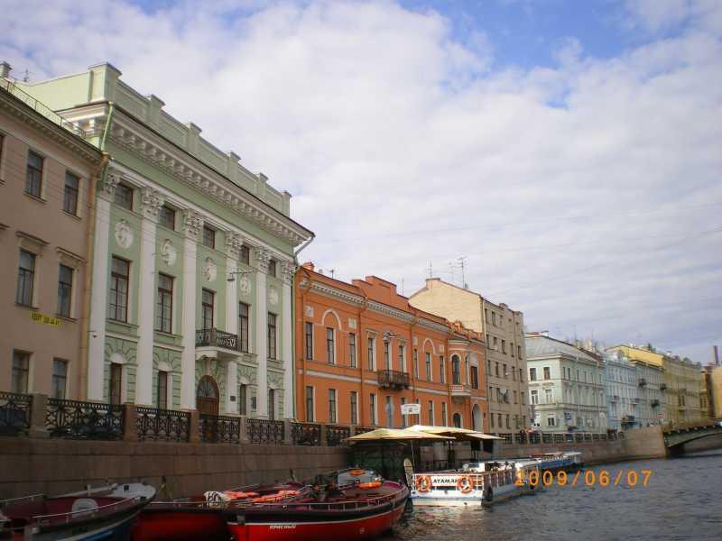 川から望むサンクトペテルブルク