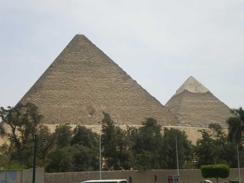 街中からのピラミッド