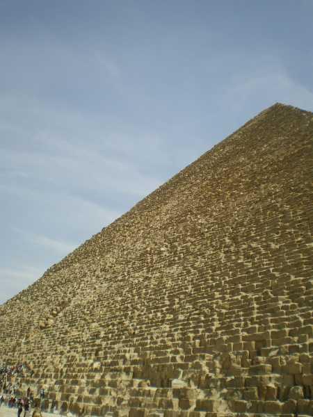 目の前はピラミッド
