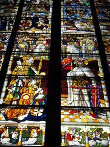聖堂内部のステンドグラス2