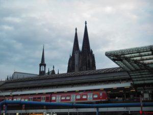 中央駅の裏に見える大聖堂