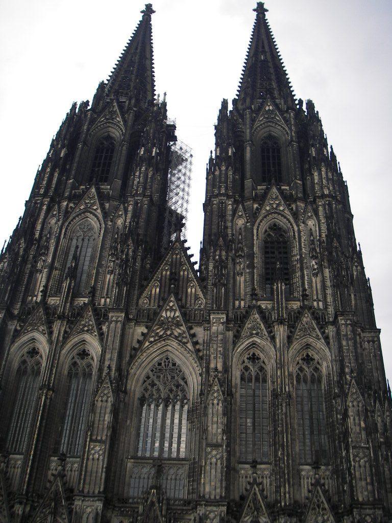 駅から大聖堂を眺める