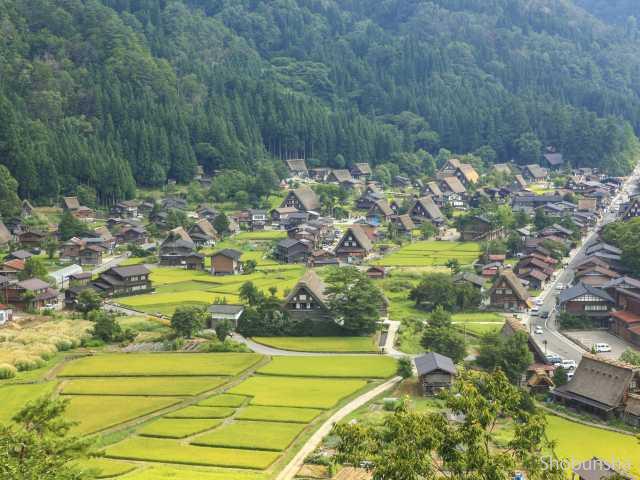 『白川郷と五箇山の合掌造り集落』(日本)